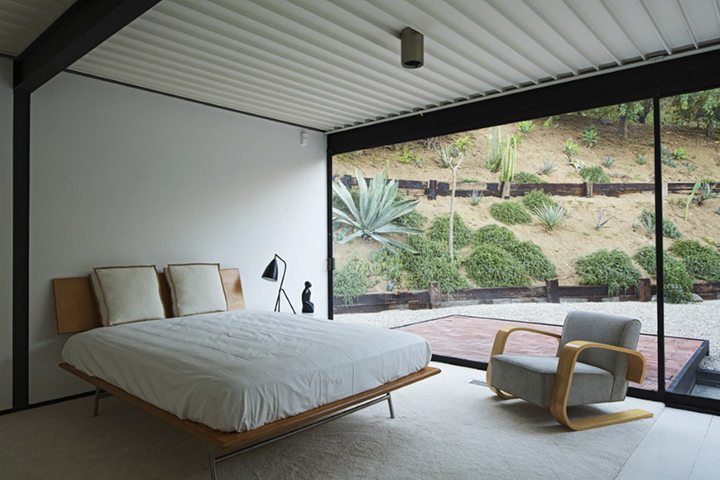 Case Study House #21 by architect Pierre Koenig For Sale in the Hollywood Hills