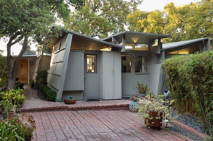 Kallis-Sharlin studio in the Hollywood Hills Designed by Rudolph Schindler