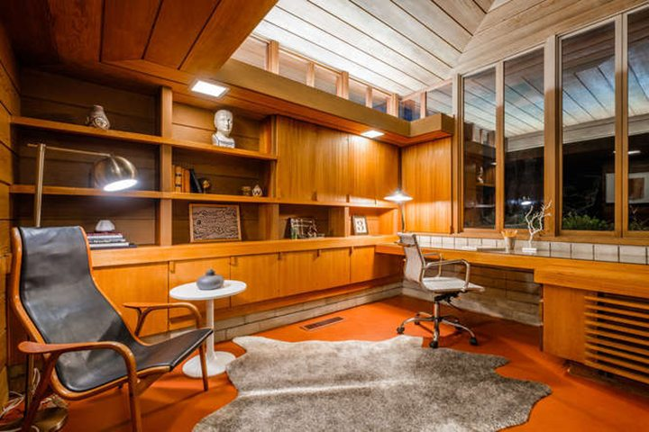 One of nine mid-century modern homes built by architect W. Earl Wear in Los Angeles