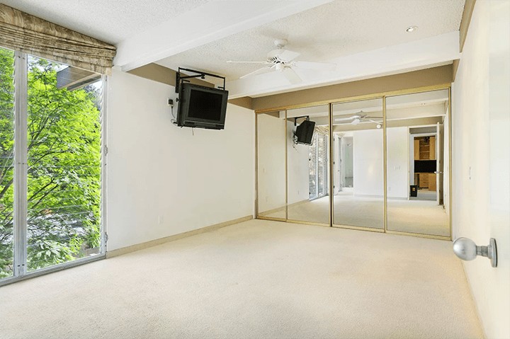 Midcentury Residence For Sale in The Oaks