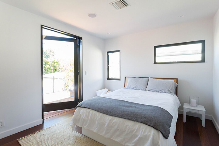 Modern House for sale in Los Feliz by New Theme
