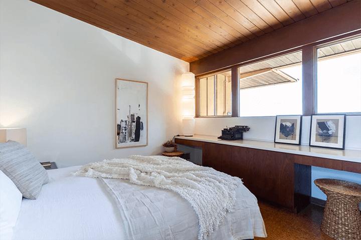 Midcentury modern home by architect Burnett C. Turner for sale in Los Feliz CA