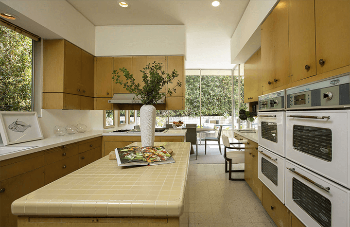Modernist residence for sale in Beverly Hills by architect Charles G. Kanner
