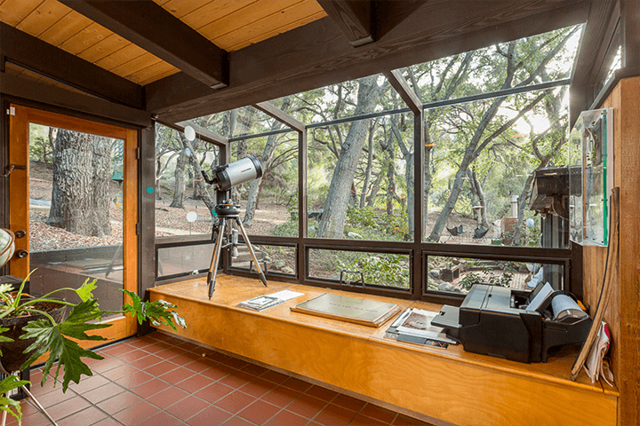 Mid-century modern home by Douglas Rucker