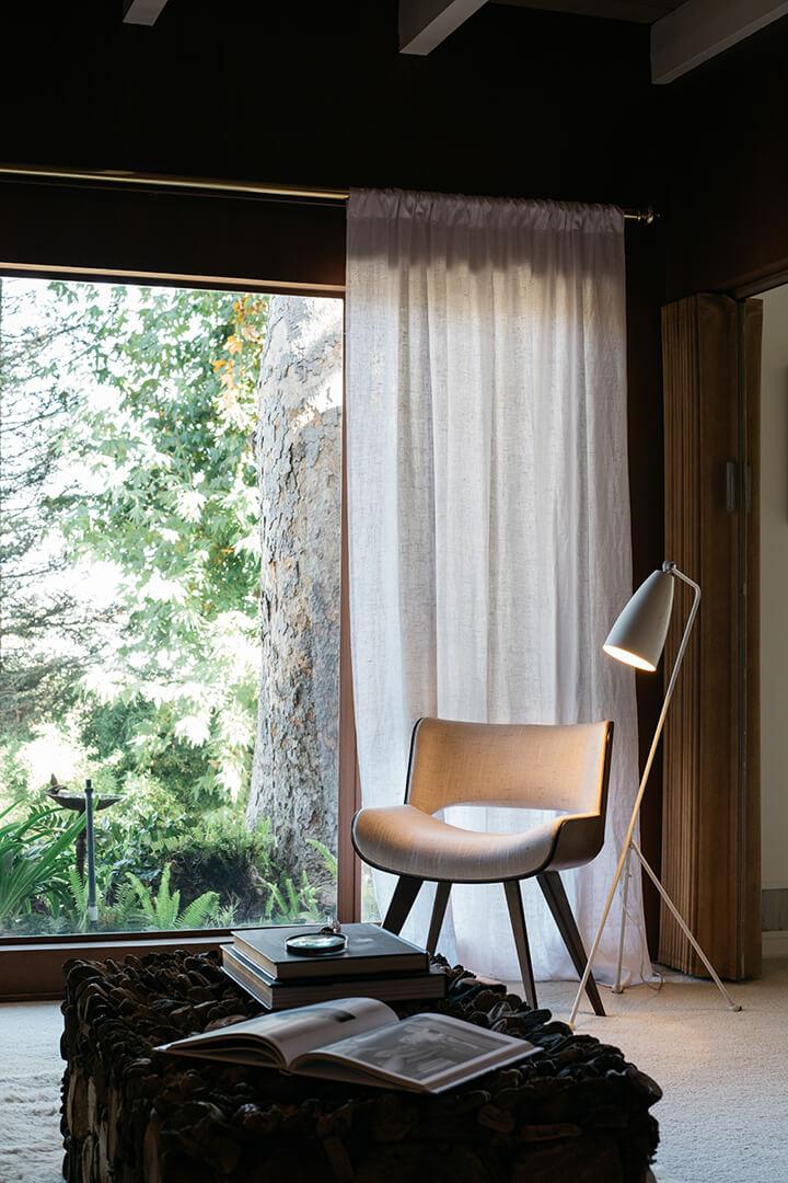 Midcentury modern dwelling for sale in the Los Feliz Oaks
