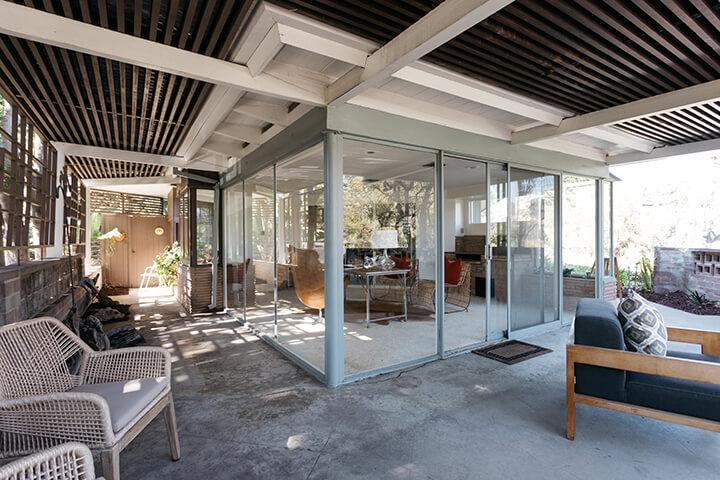 Midcentury modern home for sale in the Los Feliz Oaks