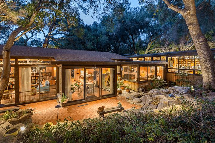 Midcentury modern house by Douglas Rucker