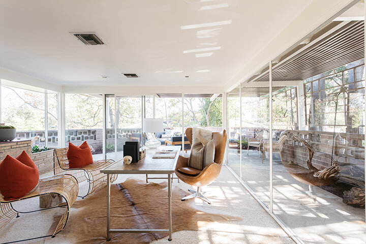 Midcentury modern house for sale in the Los Feliz Oaks