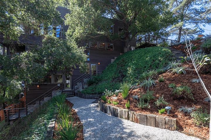 Modern home by architect Barry Gittelson