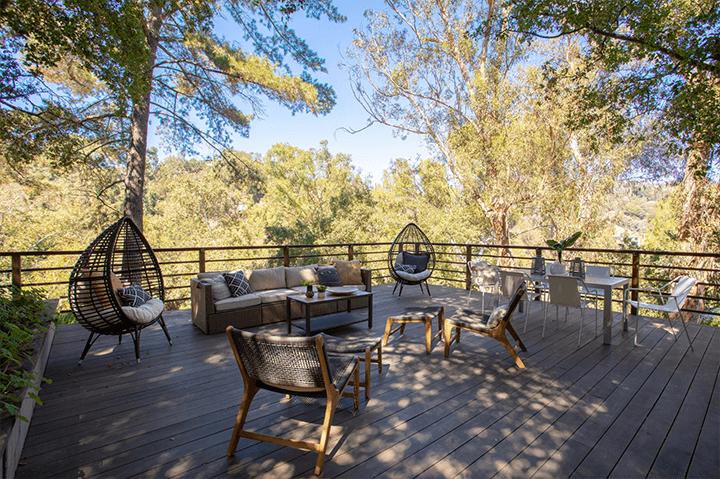 Outside Barry Gittelson's modern home for sale in Laurel Canyon CA