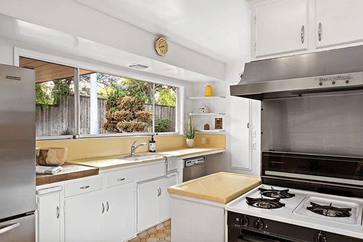 Midcentury modern home by Gilbert Leong for sale in Silver Lake