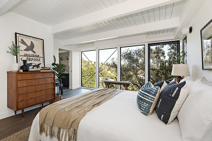 Mid-century modern dwelling for sale in Laurel Canyon