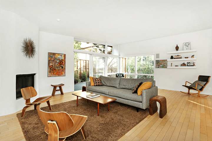 Midcentury with butterfly roof for sale in Beachwood Canyon