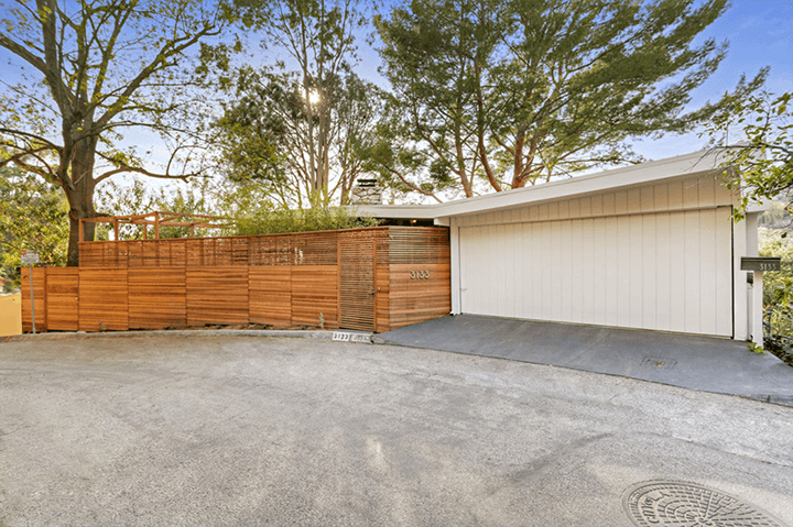 Midcentury with butterfly roof in Beachwood Canyon