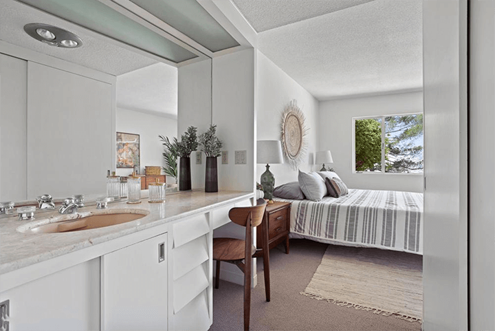Midcentury modern house by Eugene Woods for sale in Silver Lake